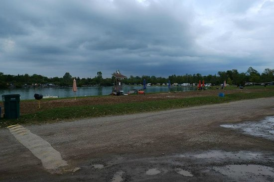 Windmill Point Park & Campground: pond & activities