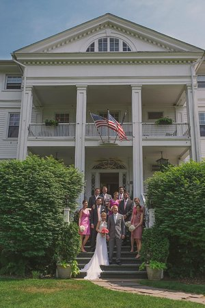 Wake Robin Inn: Wedding party on steps of Wake Robin - photo courtesy of Love + Perry Photography