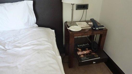 Hotel Villa Soro: comodino con pianetto retrattile