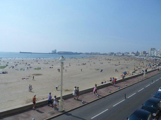 BEST WESTERN Les Roches Noires: Vue sur la plage