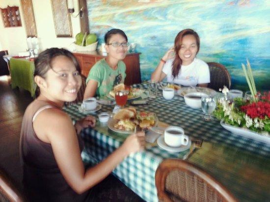 Terra Manna Beach Resort & Camping : Having our breakfast