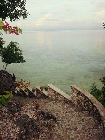 Terra Manna Beach Resort & Camping: Going to the beach