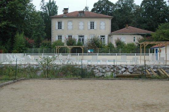 Camping L'étang D'ardy : la maison des propriétaires, la piscine