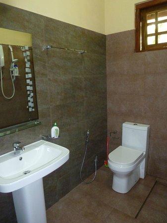 Samagi Guest House & Cottage : bathroom