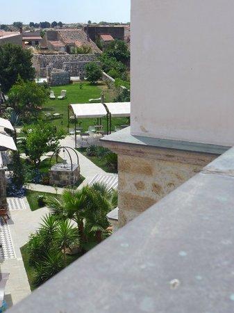 Hotel Maison Tresnuraghes : giardino visto dal terrazzo