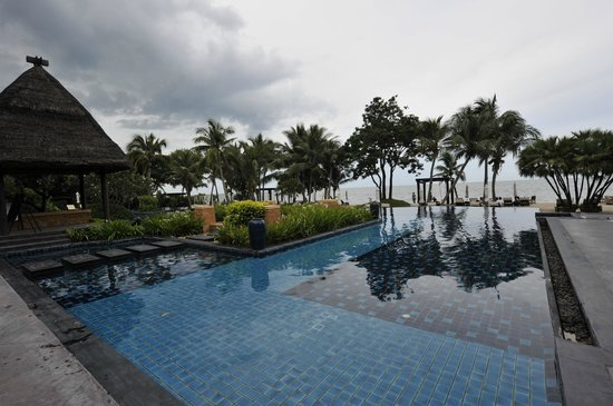 Asara Villa & Suite: Swimming pool, nice but aged