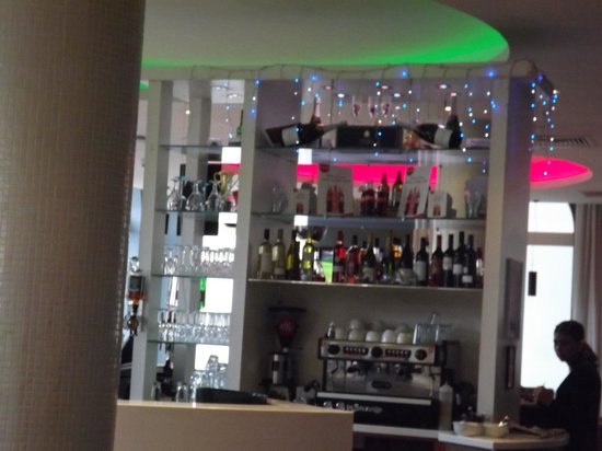 Ramada Encore Belfast City Centre : Bar