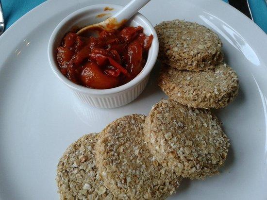 Lagganbeg Guesthouse: Oatcakes and smoked chutnry
