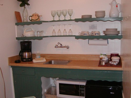 Piety Hill Cottages Motel and B&B Inn : Cedar Cottage kitchenette