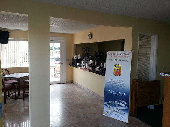 Super 8 Ridgecrest: breakfast area