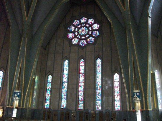 Sanctuaire Notre-Dame-du-Cap : vitraux
