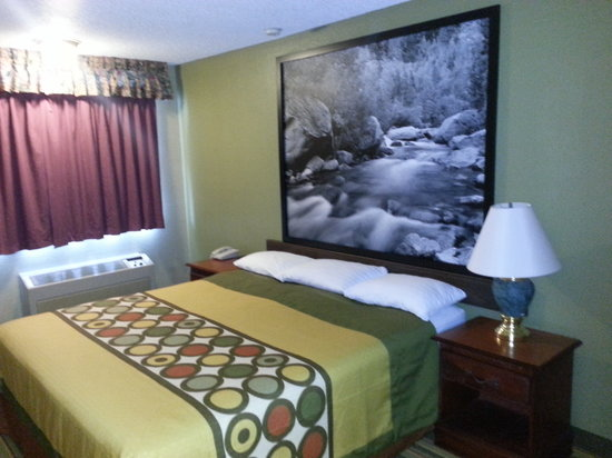 Super 8 Ridgecrest: King bed