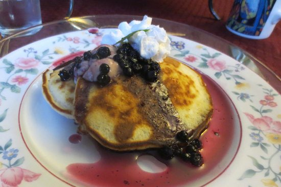 Colonial Charm Inn: One of the many delicious breakfasts!