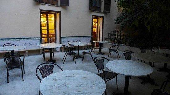 Hotel Dalt Murada: Der schöne Innenhof ... leider kein Cafe ...