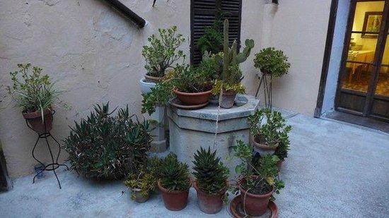 Hotel Dalt Murada: Der Brunnen im Innenhof ...