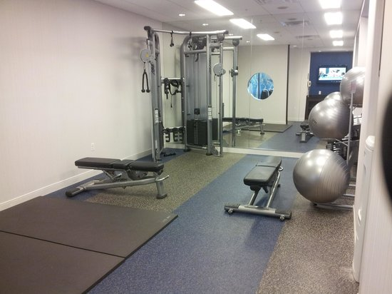 Washington Dulles Marriott Suites: Gym Mat Area