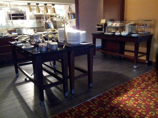 Washington Dulles Marriott Suites: Hot Breakfast Buffet