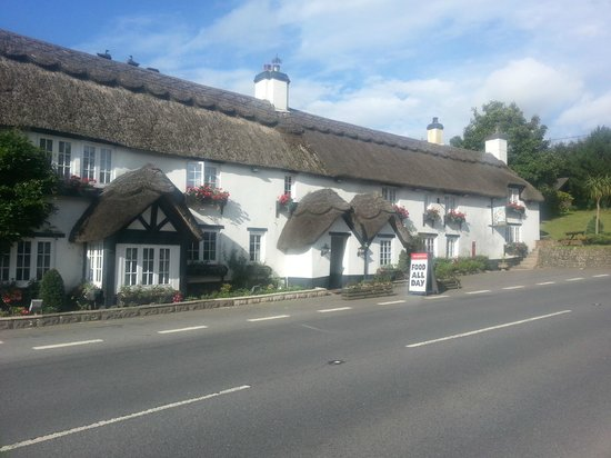 Front of The Hoops Inn from the road