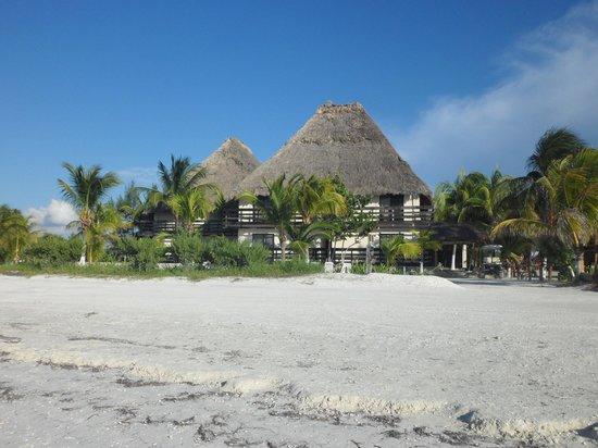 Holbox Suites: Vista del hotel