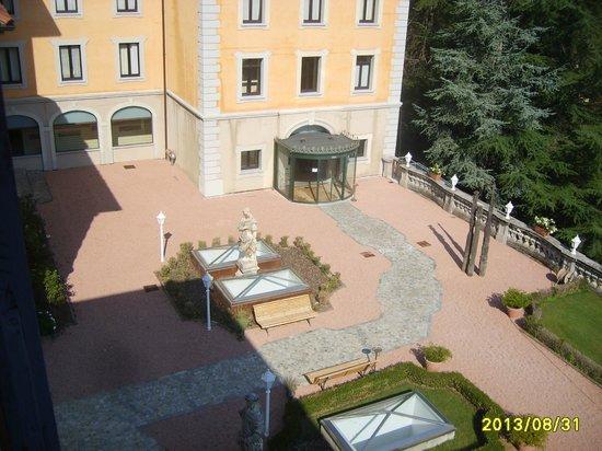 Villa Porro Pirelli: Die Terasse von unserem Zimmer aus (201)