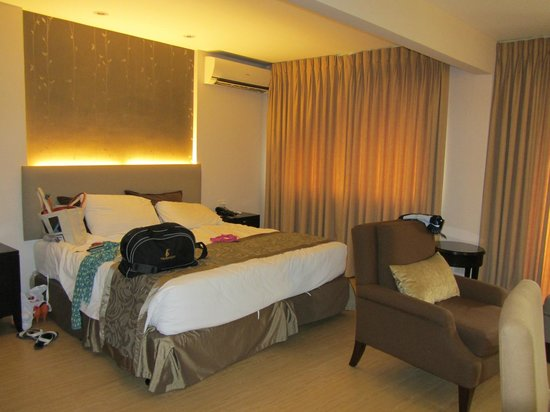 Imperial Palace Suites Quezon City: Bed area