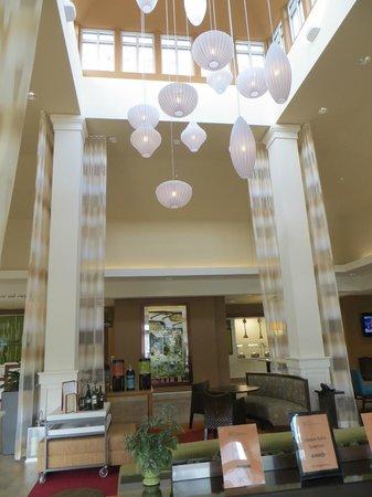 Hilton Garden Inn Auburn: Lobby.