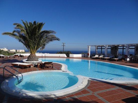 Anemomilos Hotel Apartments: Piscine