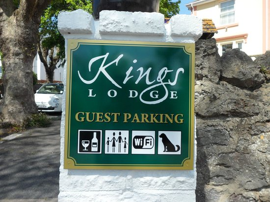 Kings Lodge: Guest Parking Available