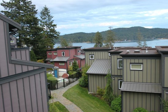 Sooke Harbour Resort and Marina : Upper bedroom balcony view