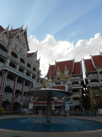 Aonang Ayodhaya Beach Resort: Vista posterior