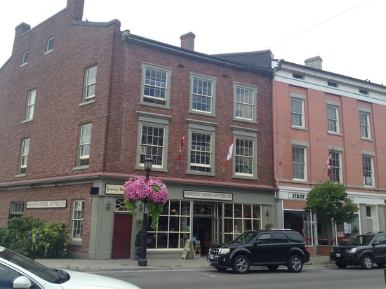 Plantation House Bed and Breakfast: Port Hope's very charming main street