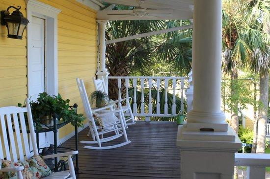 Coombs House Inn: Second floor porch Coombs Inn