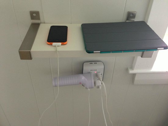 Topside Inn: Charging station - brilliant!