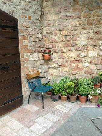 Bed & Breakfast San Marco: Sedia in attesa ad Assisi
