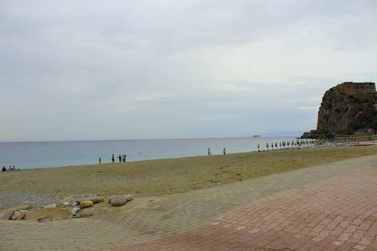 Hotel U Bais: spiaggia libera in direzione dell'Hotel