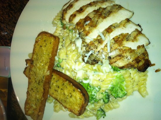 BJ's Restaurant and Brewhouse: Chicken pasta