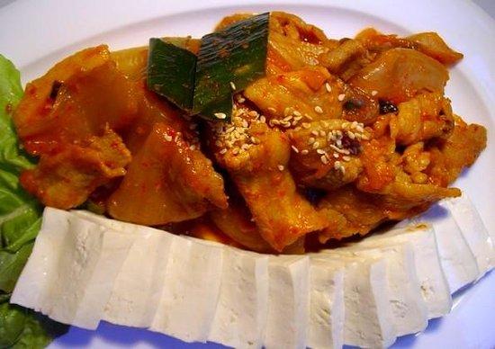 Oh Chapeau : tofu et kimchi avec poitrine de porc