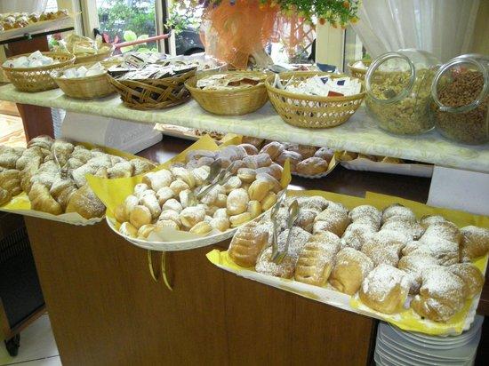 Hotel Villa Tina: buffet della colazione