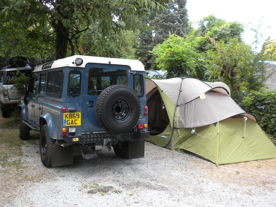 Camping Nord-Sam: Our camping plot - tight squeeze for vehicle and tent