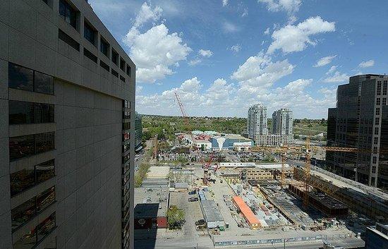 The Westin Calgary: Aunque estaban en obras en la parte trasera del hotel, no molestaba el ruido