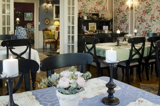 A G Thomson House Bed and Breakfast: Beautiful Dining Room