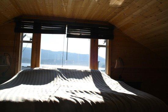 Brown's Bay Resort: Slaapkamer met uitzicht op zee