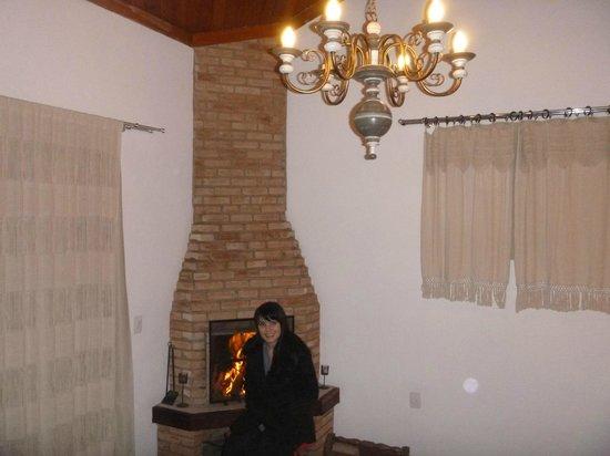 Pousada Rio Dos Cristais: quarto com lareira