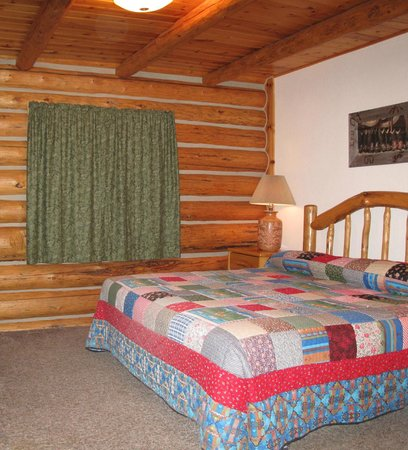 Luton's Teton Cabins : Room With King Bed
