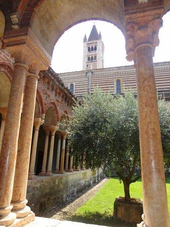 Basilica di San Zeno Maggiore: Il chiostro