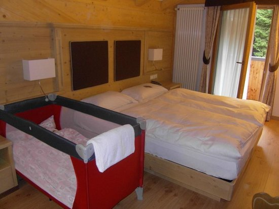 Hotel Crozzon: lettino per bimba e nostro