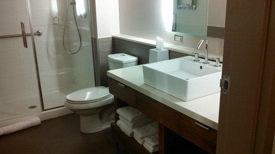 Element by Westin Houston Vintage Park: Bathroom since