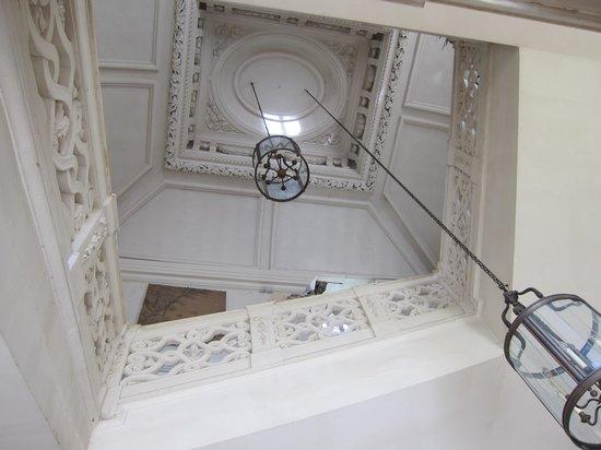Château de Savigny-lès-Beaune : Escalier principal