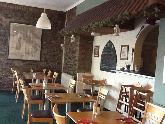 La Mona Lisa: The downstairs dining area