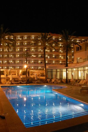 Be Live Adults Only La Cala Boutique: @night - mit Ausblick auf´s Nachbarhotel